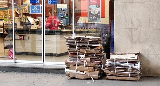imatge de la recollida de cartró dels comerços